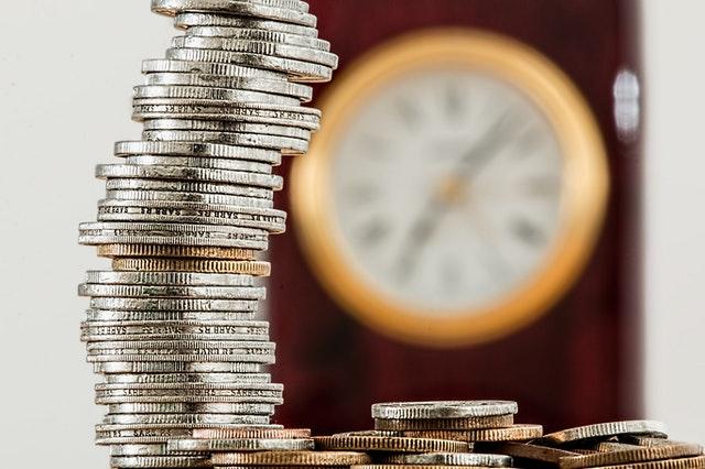 monety i zegar